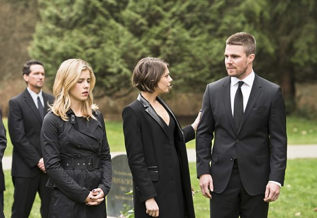 arrow canary cry review - felicity, thea and oliver-min.jpg